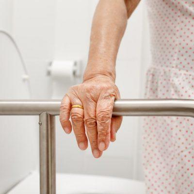 bien-vieillir_aide-a-la-personne2-min